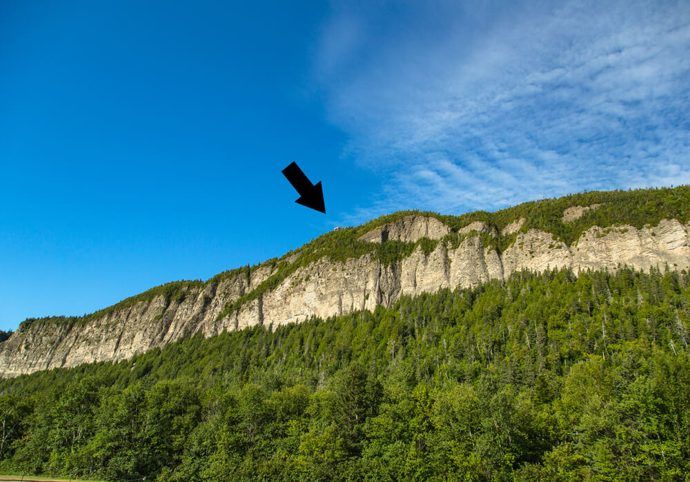 An arrow pointing at the lookout tower on top of Cap-Bon-Ami at the Forillon National Park in Gaspesie, Quebec
